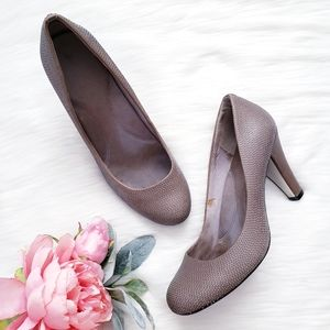Kenneth Cole In A Stitch Taupe Heel
